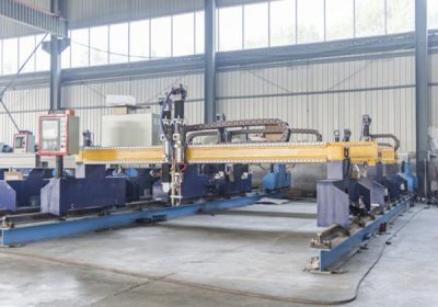 China Jiaxin 1300 * 2500mm woking area máquina de corte por plasma para cortador de metal Plasma especial stat panel LCD de control del sistema
