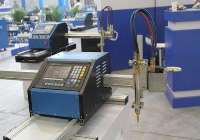 Máquina de corte CNC tanto de chapa metálica como de tubo metálico, con soplete de corte por plasma y oxicorte.